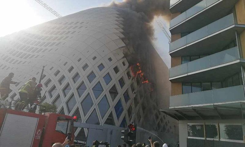 حريق في مبنى تجاري وسط العاصمة بيروت، الثلاثاء 15 من أيلول، 2020 (MTV)