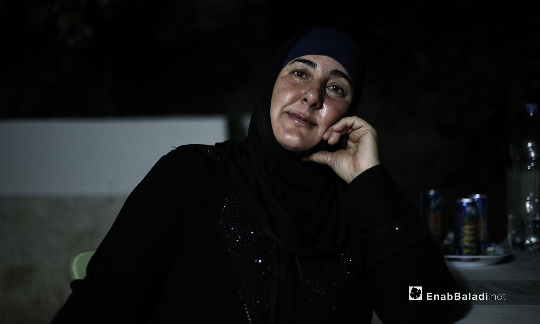 والدت الشاب مازن في منزلهما ببلدة عقربات شمال إدلب-08 أيلول 2020 (عنب بلدي/ يوسف غريبي)
