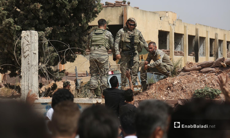 النقطة العسكرية التركية في بلدة المسطومة جنوبي إدلب واحدة من النقاط التي أنشأت وفق الاتفاق التركي الروسي في المنطقة - 11 أيلول 2020 (عنب بلدي)