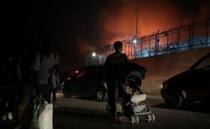 من أجواء الحرائق المندلعة في مخيم موريا للاجئين في اليونان- 9 أيلول 2020 (رويترز)