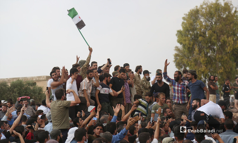 يرفض المتظاهرون في إدلب التواجد الأجنبي على أرضهم ويطالبون برحيل القوات العسكرية - 11 أيلول 2020 (عنب بلدي)
