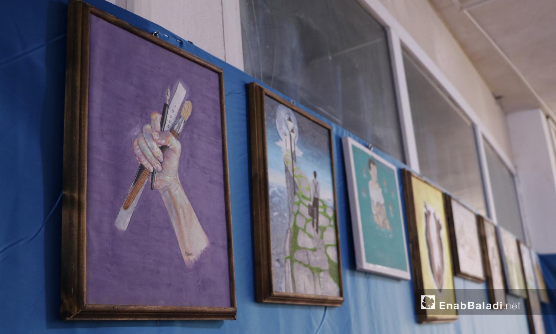 """لوحات من مشاركة خريجي مركز """"هوز"""" في مدينة الباب - 22 أيلول 2020 (عنب بلدي/ عاصم الملحم)"""