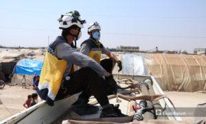 حملة للدفاع المدني لتخفيف الحر عن سكان الخيم بمخيم الشرقية في الباب بريف حلب - 5 أيلول 2020 (عنب بلدي/ عاصم الملحم)