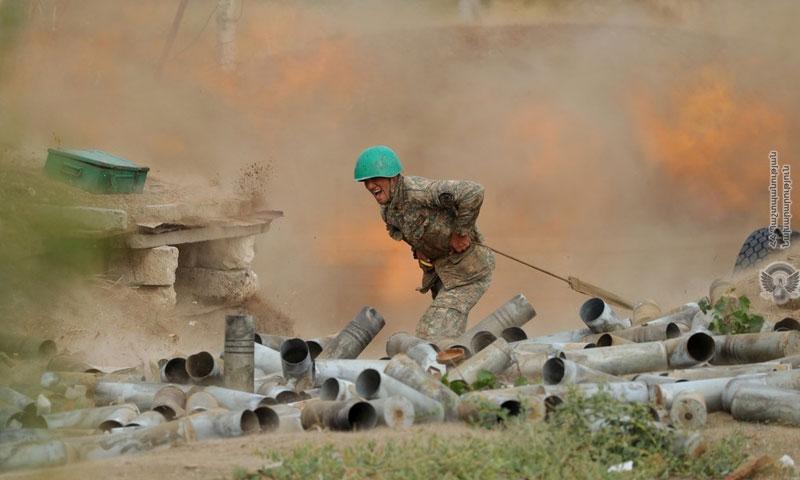 جندي أرميني أثناء المعارك الدائرة بين أرمينيا وأذربيجان 29 من أيلول 2020 (وزارة الدفاع الأرمينية)