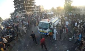 عناصر من الدفاع المدني يطفئون النيران في سيارة اشتعلت نتيجة انفجار عفرين 14 من أيلول 2020 (الدفاع المدني في حلب الحرة/ فيس بوك)