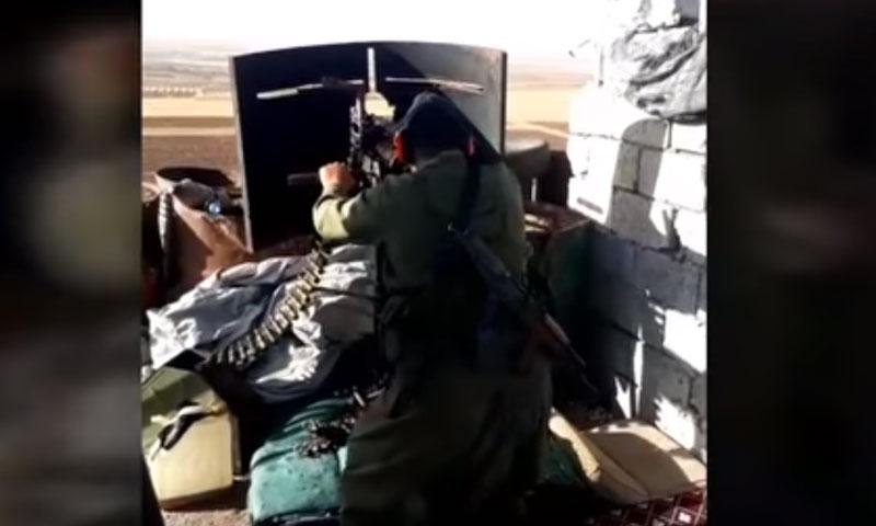 لقطة من فيديو يظهر أحد المقاتلين في معارك السويداء ونشرته صفحة السويداء 24 29 من أيلول 2020 (السويداء 24)