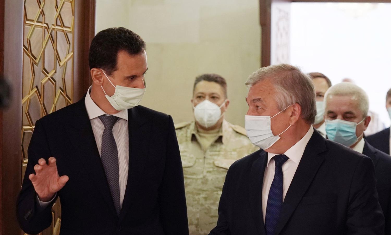 رئيس النظام السوري، بشار الأسد، والمبعوث الخاص للرئيس الروسي، فلاديمير بوتين، ألكسندر لافرنتييف في دمشق - 29 من تشرين الأول 2020 (رئاسة الجمهورية/ فيس بوك)