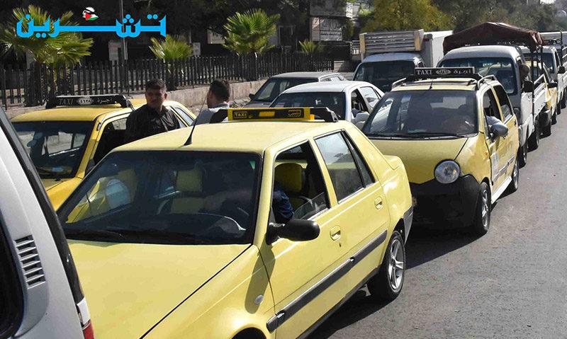 طوابير من السيارات في انتظار تعبئة البنزين من الكازيات، 15 أيلول 2020 (تشرين)