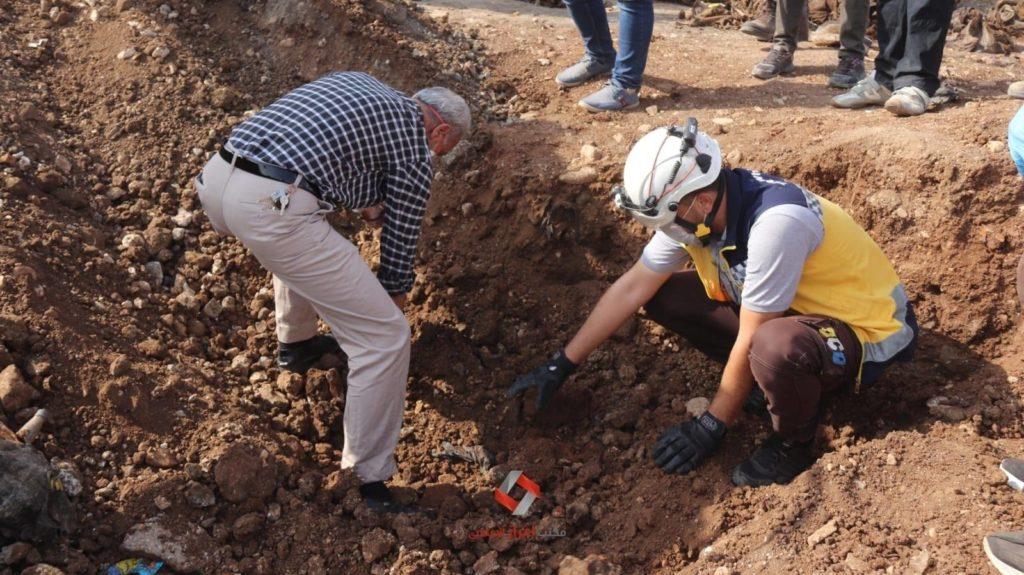 العثور على مقبرة جماعية في اعزاز، الأربعاء 28 من تشرين الأول 2020 (مكتب اعزاز الإعلامي)