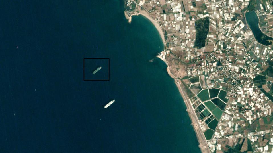 """ناقلة النفط الإيرانية """"Sahra"""" قبالة بانياس السورية (TankerTrackers.com)"""
