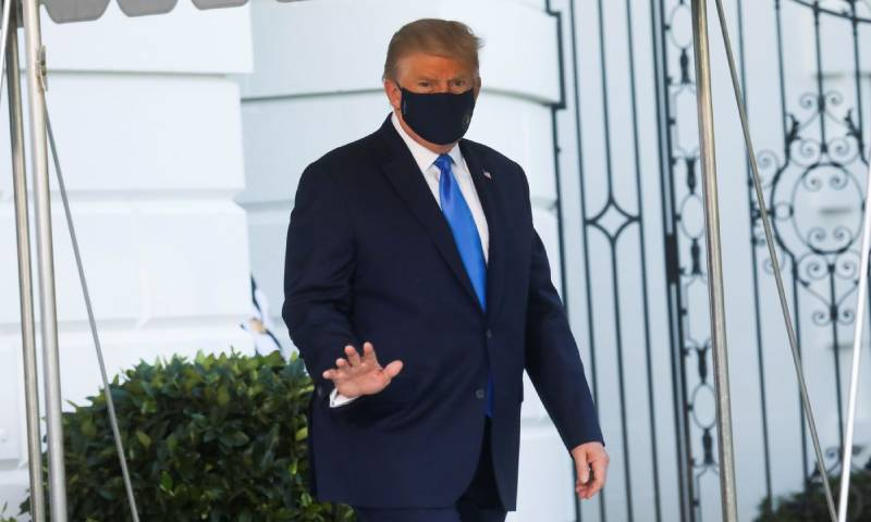 ترامب أثناء توجهه إلى المستشفى لعلاج كورونا 2 من تشرين الأول 2020 (سكاي نيوز)