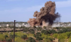 لحظة انفجار أحد الصواريخ الروسية أصناء قصف طال إدلب 20 من تشرين الأول 2020 (فيس بوك/ أحمد اليوسف)