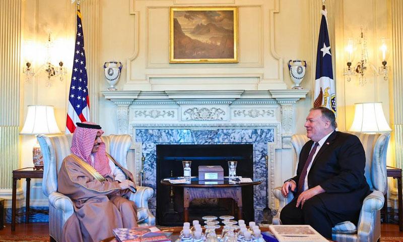 وزير الخارجية السعودي فيصل بن فرحان ووزير الخارجية الأمريكي مايك بومبيو في واشنطن 14 من تشرين الأول 2020 (حساب بن فرحان في تويتر)