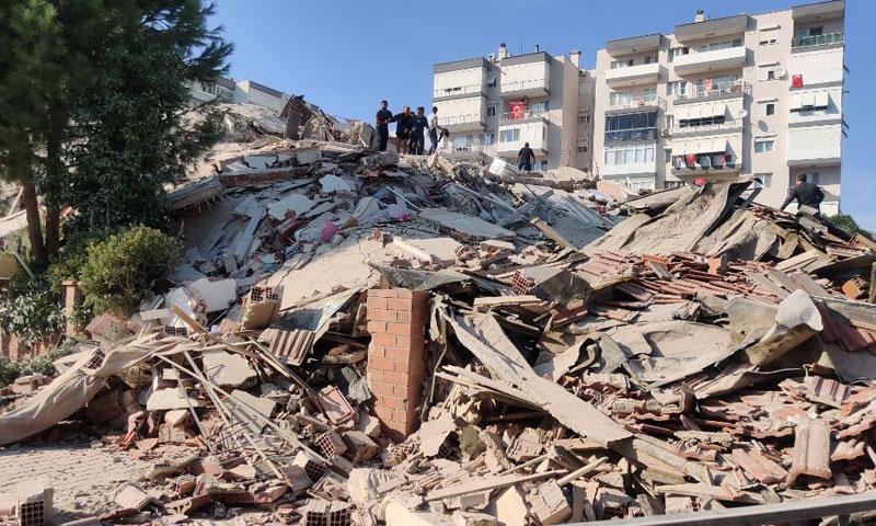 بناء مهدم في ولاية إزمير جراء زلزال ضربها في 30 من تشرين الأول 2020 (الأناضول)