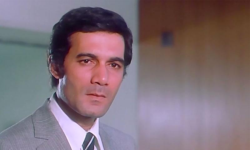 الممثل الراحل محمود ياسين في أحد أفلامه في سبعينات القرن العشرين (صحيفة الأيام)