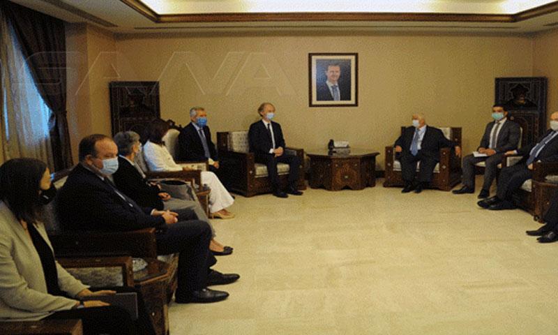 اجتماع المبعوث الأممي إلى سوريا غير بيدرسون ووليد المعلم في دمشق 25 من تشرين الأول 2020 (سانا)