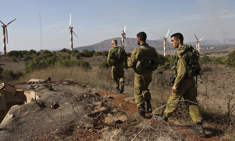 قوات الجيش الإسرائيلي بالقرب من الحدود الإسرائيلية السورية، في هضبة الجولان، 3 من كانون الثاني، 2020 (Basel Awidat / Flash90)