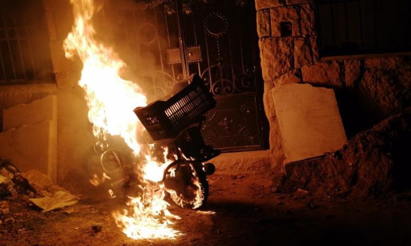 صورة تظهر حرق ممتلكات عائدة لسوريين في بشري اللبنانية - 23 تشرين الثاني 2020 (جريدة الأنباء اللبنانية)