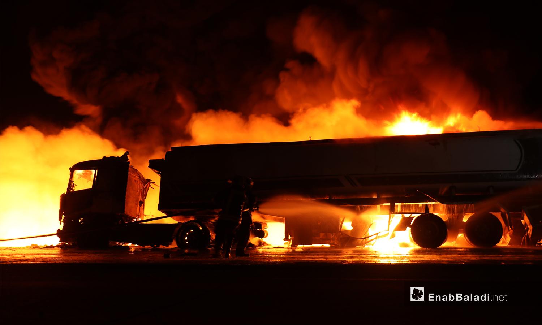 حريق صهريجي نقل وقود بعد انفجار مجهول على المتحلق الشمالي  في مدينة الباب شمالي حلب - 2 تشرين الثاني 2020 (عنب بلدي/عاصم الملحم)