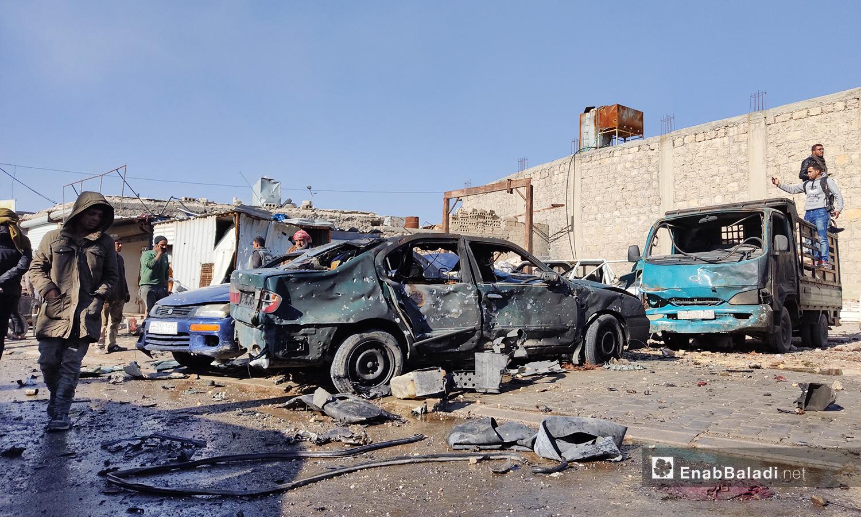سيارات محطمة وركام نتيجة الانفجار مجهول المصدر في مدينة الباب بريف حلب الشمالي - 24 تشرين الثاني 2020 (عنب بلدي/ عاصم الملحم)
