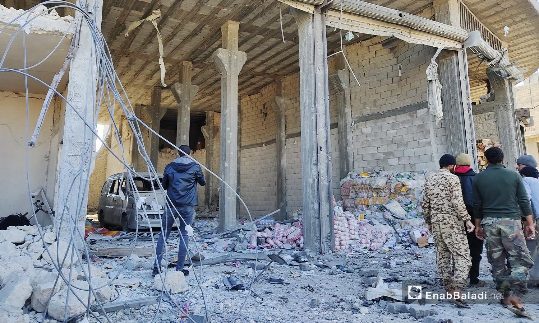 خلف التفجير في مدينة الباب بريف حلب الشمالي ركامًا ودمارًا في الأبنية المحيطة - 24 تشرين الثاني 2020 (عنب بلدي/ عاصم الملحم)