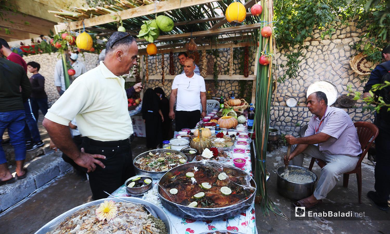 مأكولات شعبية ترتبط بالرمان عرضت ضمن مهرجان الرمان الثالث في دركوش بريف إدلب الغربي  - تشرين الأول 2020 (عنب بلدي/ يوسف غريبي)