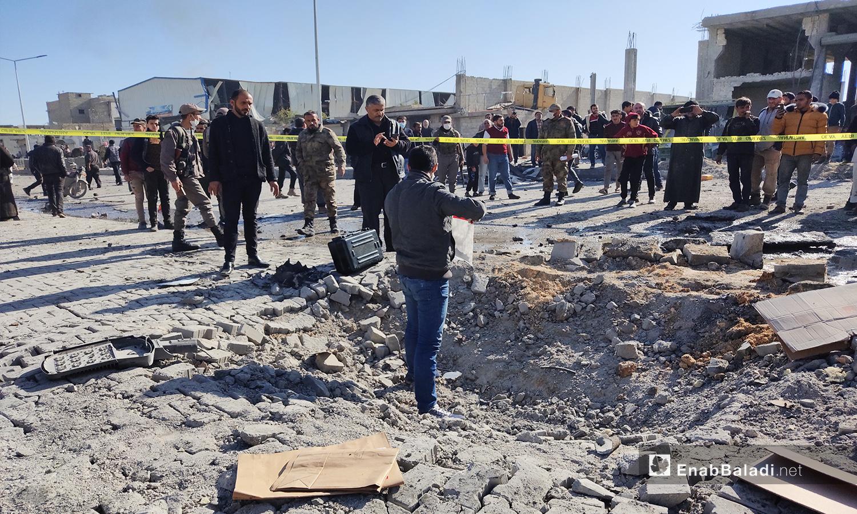 الحفرة الناتجة عن تفجير الباب بريف حلب الشمالي - 24 تشرين الثاني 2020 (عنب بلدي/ عاصم الملحم)
