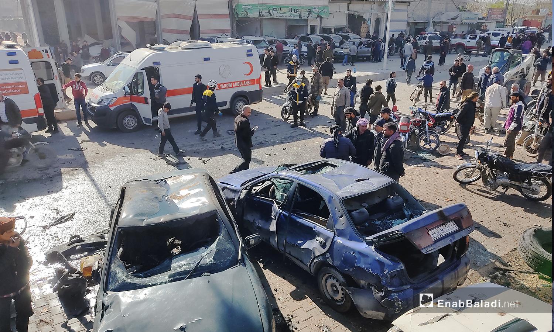 آثار انفجار مدينة الباب بريف حلب الشمالي مع فرق الإسعاف التي نقلت الجرحى إلى المشافي القريبة - 24 تشرين الثاني 2020 (عنب بلدي/ عاصم الملحم)