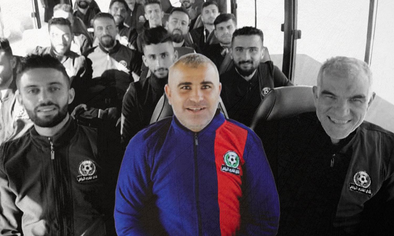 صقر رستم مع لاعبي نادي المخرم الرياضي - 16 من تشرين الثاني 2020 (نادي المخرم/فيس بوك)