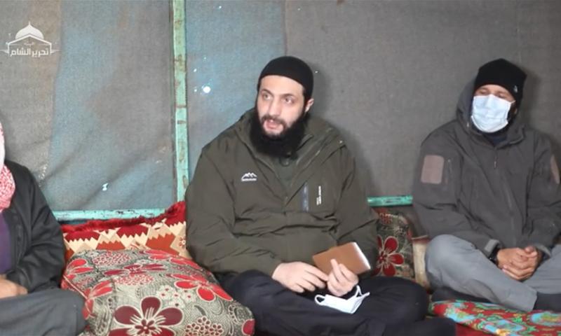 القائد العام لهيئة تحرير الشام أبو محمد الجولاني في زيارة لأحد المخيمات في شمال غربي سوريا - 18 كانون الأول 2020 (هيئة تحرير الشام)