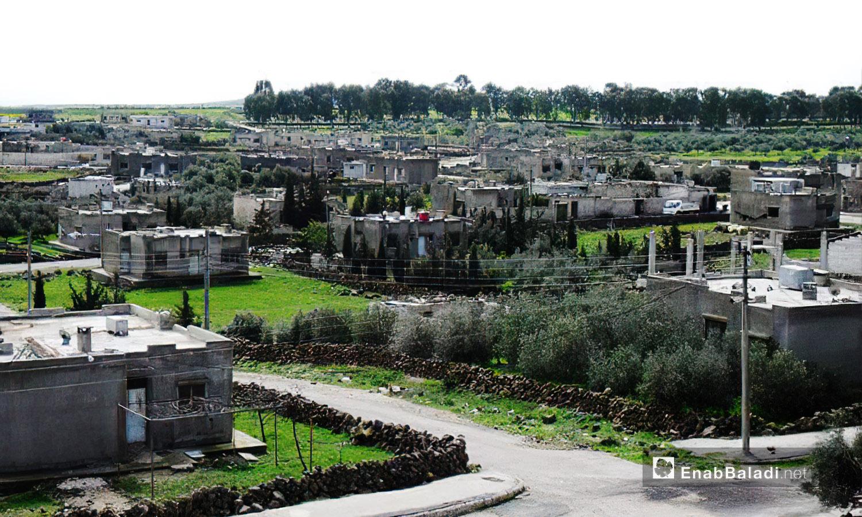 """منازل قرية """"الرفيد"""" التي سميت نسبة للملك """"بترمس الرابع"""" في العصر الروماني إلى أن جرى تعديل الاسم لاحقًا لتصبح """"الرفيد"""" -10 كانون الأول 2020 (عنب بلدي /محمد فهد)"""