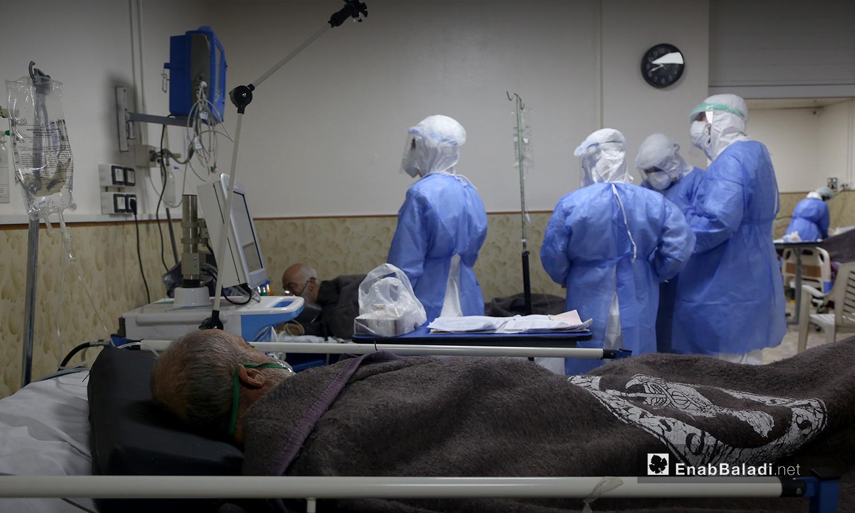 الطاقم الطبي في مستشفى االزراعة - 18 تشرين الأول 2020 (عنب بلدي / يوسف غريبي)