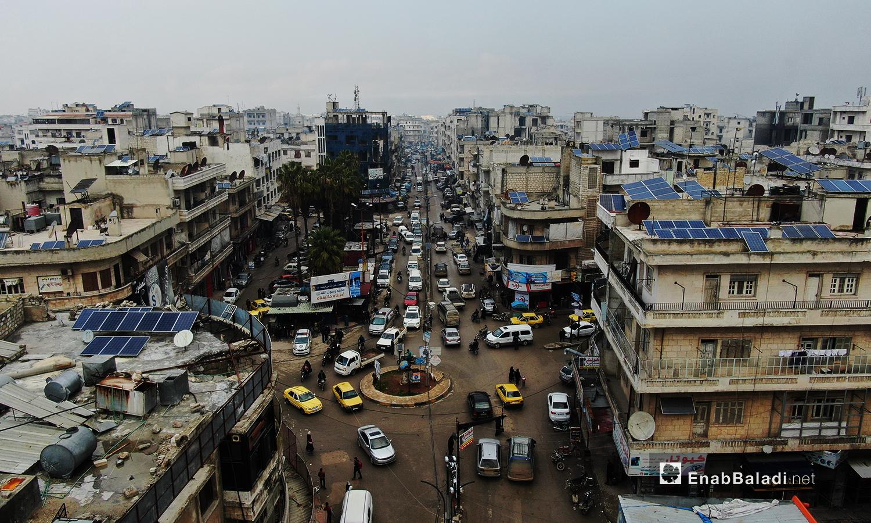 ساحة من ساحات إدلب تظهر فيها أعتماد السكان على الطاقة الشمسية -24 تشرين الأول 2020(عنب بلدي /يوسف غريبي)