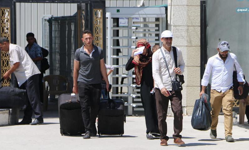 مسافرون عبر معبر ابلس الحدودي إلى سوريا، (صفحة المعبر)