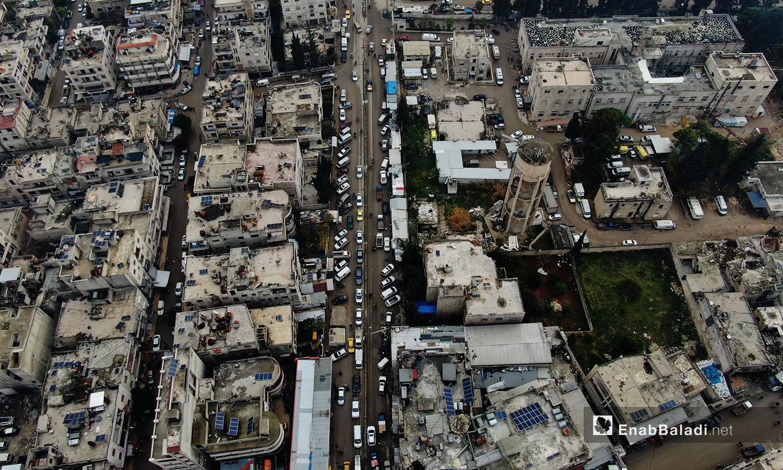 يظهر شارع في مدينة إدلب مكتظ بالمارة -24 تشرين الأول 2020(عنب بلدي /يوسف غريبي)
