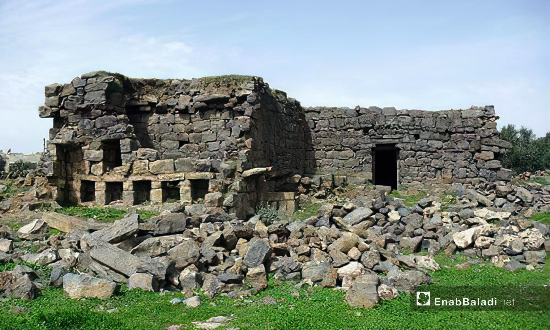 """منزل أثري في قرية """"الرفيد"""" التي احتوت على الكثير من المعالم الأثرية -10 كانون الأول 2020 (عنب بلدي /محمد فهد)"""