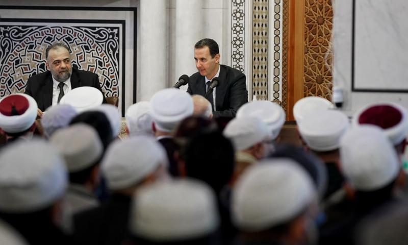 رئيس النظام السوري بشار الأسد في اجتماع دوري لوزارة الأوقاف مع شيوخ في دمشق - 7 كانون الأول 2020 (منصة رئاسة الجمهورية في فيس بوك)