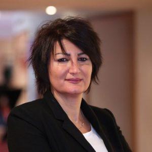 """عضو """"اللجنة الدستورية""""، أليس مفرج، حسابها على موقع """"تويتر""""، 2020."""