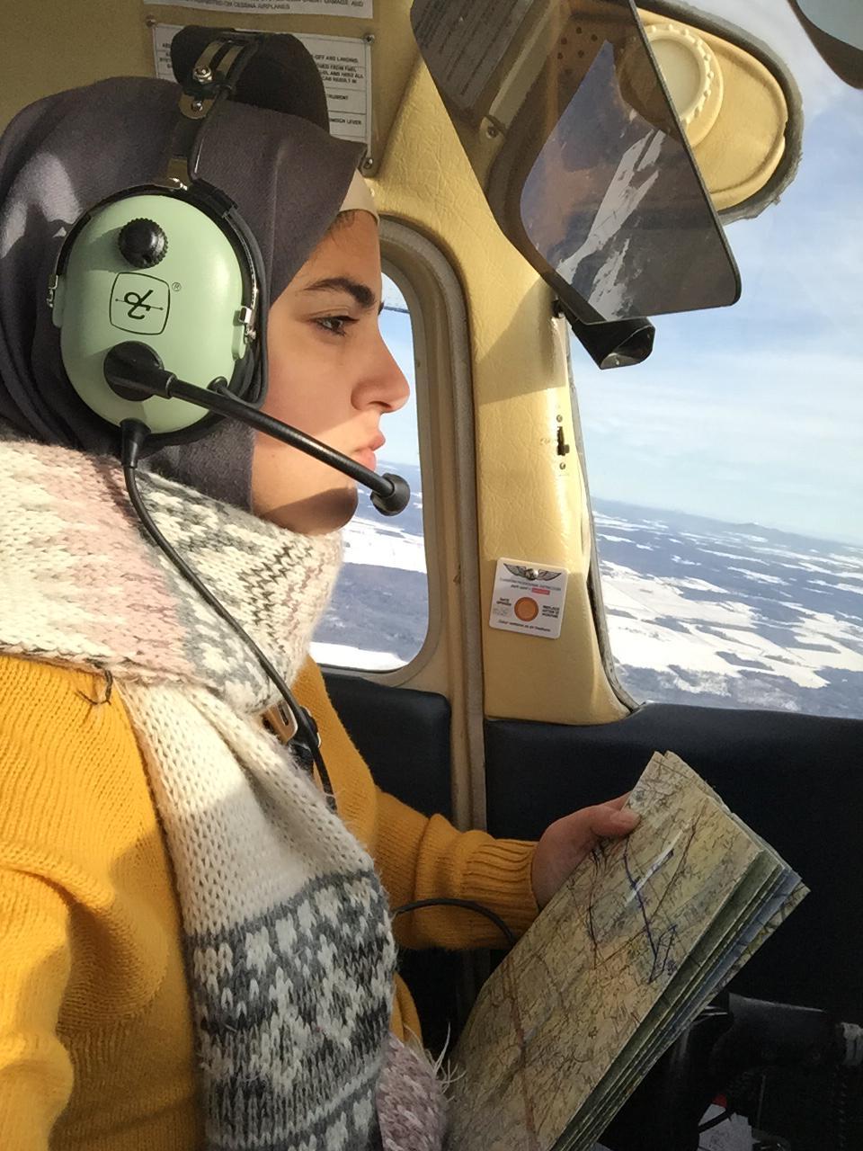نور الأتيم تقود طائرة في كندا (خاص عنب بلدي)
