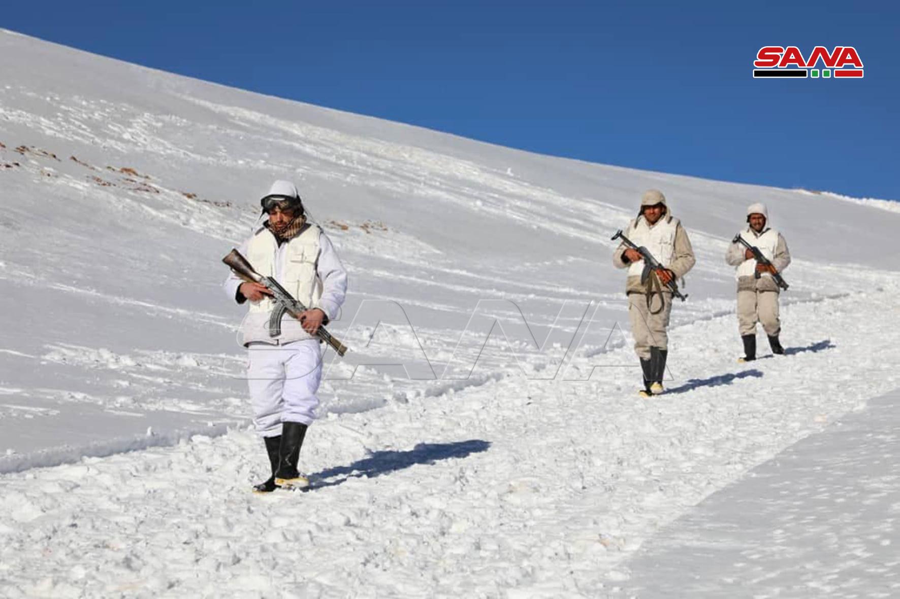 عناصر من قوات النظام السوري في جبل الشيخ عند مثلث الحدود اللبنانية- الفلسطينية- السورية 25 من كانون الثني 2021 (سانا)
