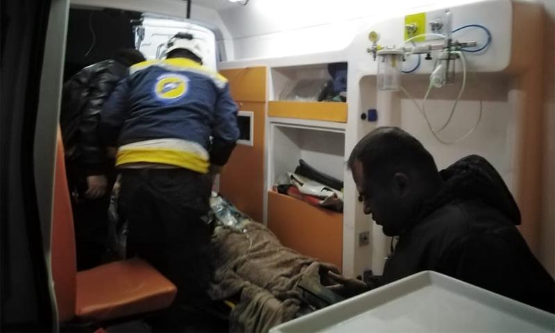 فرق الدفاع المدني تسعف المصابين بانفجار جندريس بريف حلب الشمالي - 2 كانون الثاني 2021 (الدفاع المدني)