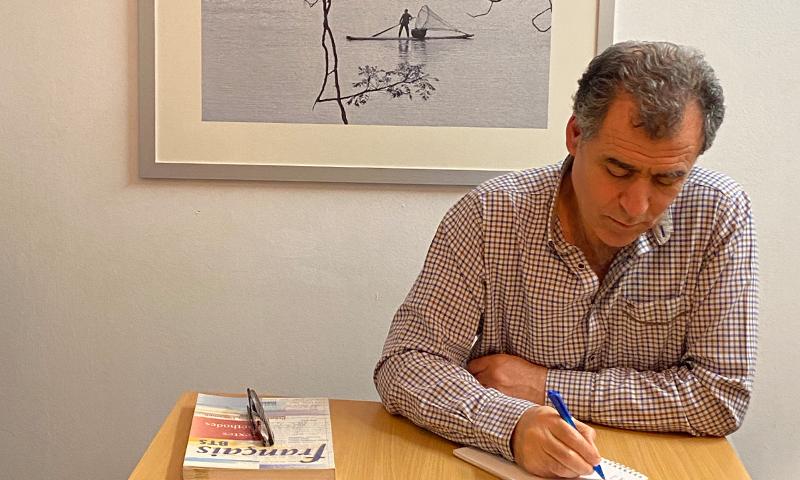 الكاتب السوري والمعتقل السابق الطبيب راتب شعبو (عنب بلدي)