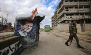 حاجز تابع لقوات النظام في مدينة حلب - 2016 (AFP)