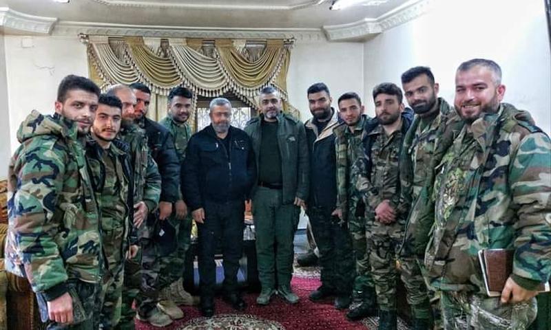 قوات الغيث من الفرقة الرابعة مجتمعون قبل الهجوم على مدينة طفس بريف درعا الغربي - 23 كانون الثاني 2021 (صفحة قوات الغيث على فيس بوك)