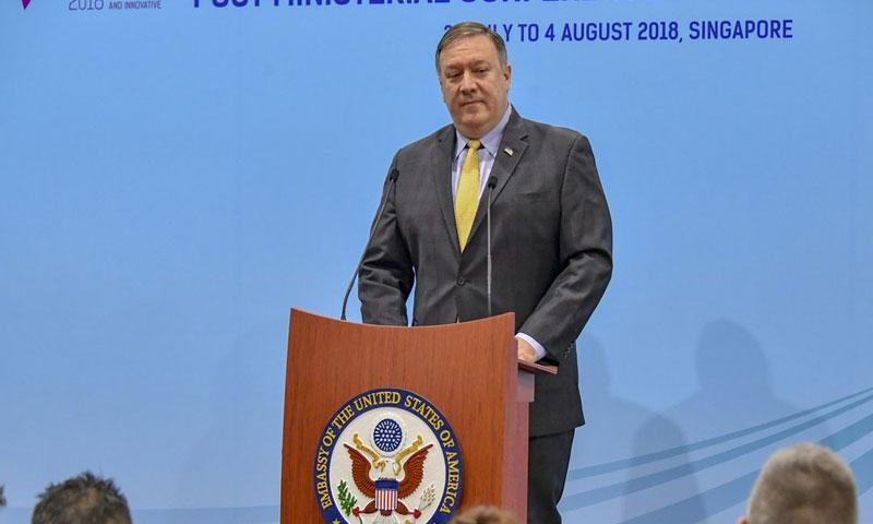 """وزير الخاريجة الأمريكي مايك بومبيو في اجتماع """"آسيان""""، في سنغافورة، آب 2018 (تويتر)"""