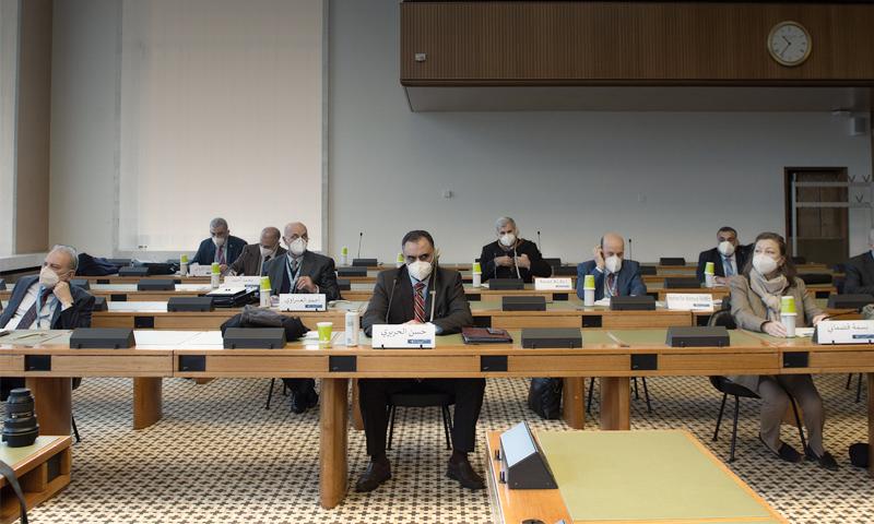أعضاء من اللجنة الدستورية خلال أحد اجتماعات الجولة الخامسة - 26 من كانون الثاني 2021 (هيئة التفاوض)