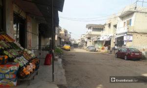 سوق في مدينة طفس بريف درعا الغربي - 26 كانون الثاني 2021 (عنب بلدي/ حليم محمد)