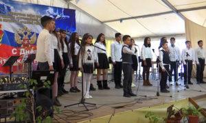 أطفال سوريون يغنون في العيد الروسي للجيش_23 من شباط 2021 (التلفزيون الروسي الوطني)