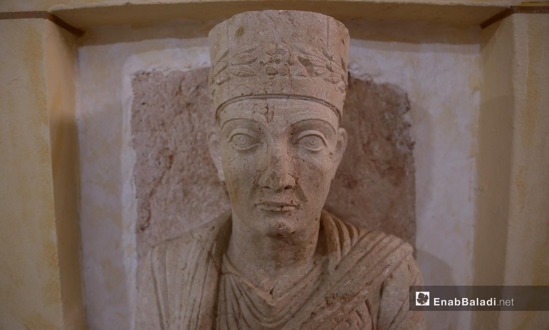 تمثال حجري في متحف مدينة إدلب، مهرب من آثار تدمر إلى الشمال السوري -18 شباط 2021 (عنب بلدي - يوسف غريبي)