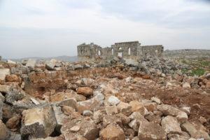 تخريب عشوائي لموقع بانقوسا الأثري في الجبل الوسطاني في ريف إدلب الشمالي - 13 كانون الثاني 2021 (عنب بلدي/يوسف غريبي)